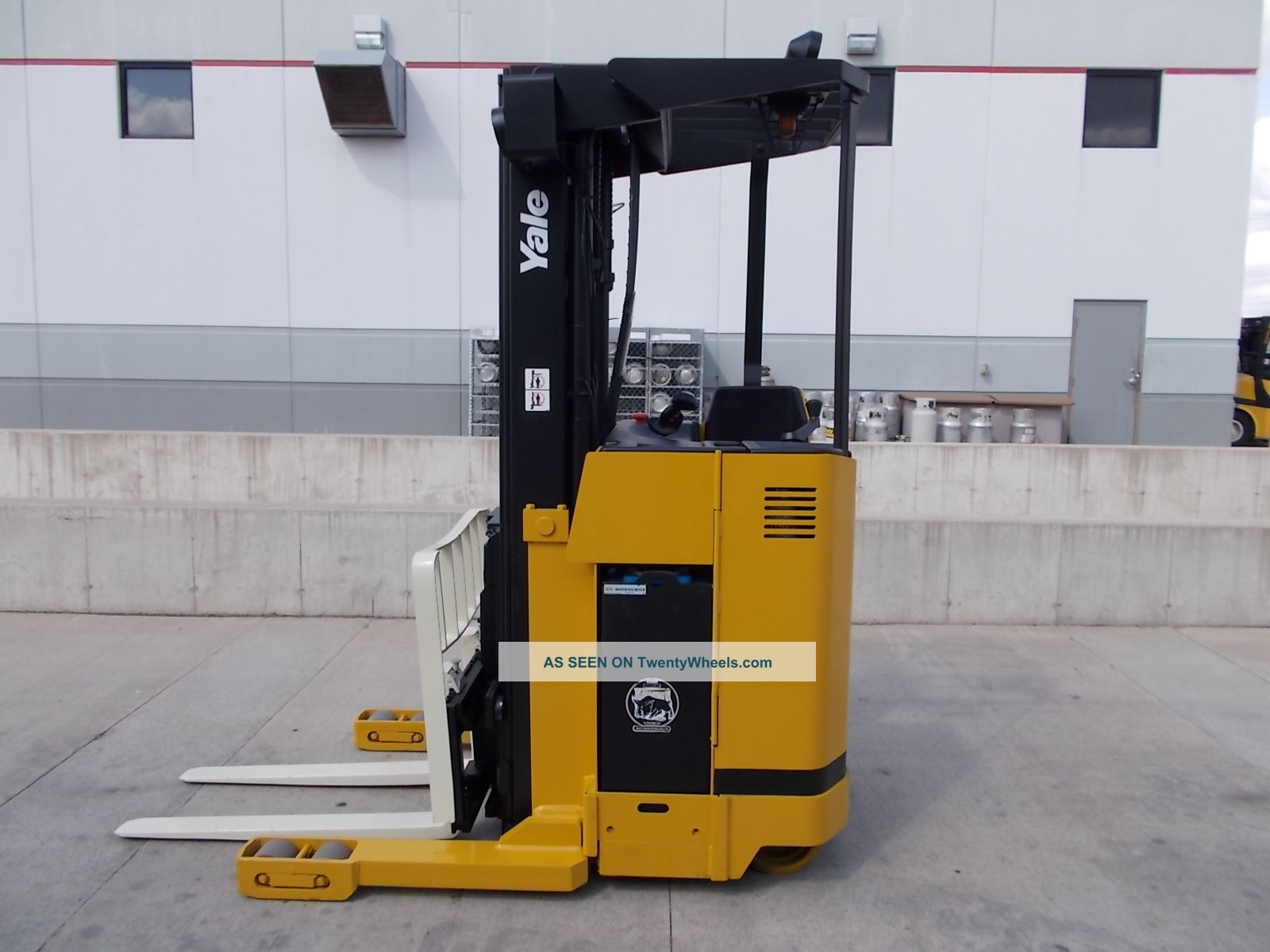 Yale Nr040ae Stand Up Reach Truck Narrow Aisle Forktruck