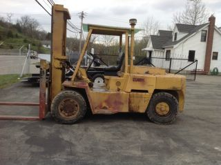1989 Clark Forklift 15,  500 Capacity photo