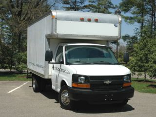 2005 Chevrolet Cutaway Box Truck photo
