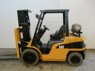 2006 Caterpillar 6000 Lb Capacity Forklift Lift Truck Pneumatic Tire 1052 Hours photo
