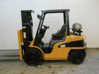 2006 Caterpillar 6000 Lb Capacity Forklift Lift Truck Pneumatic Tire 1096 Hours photo