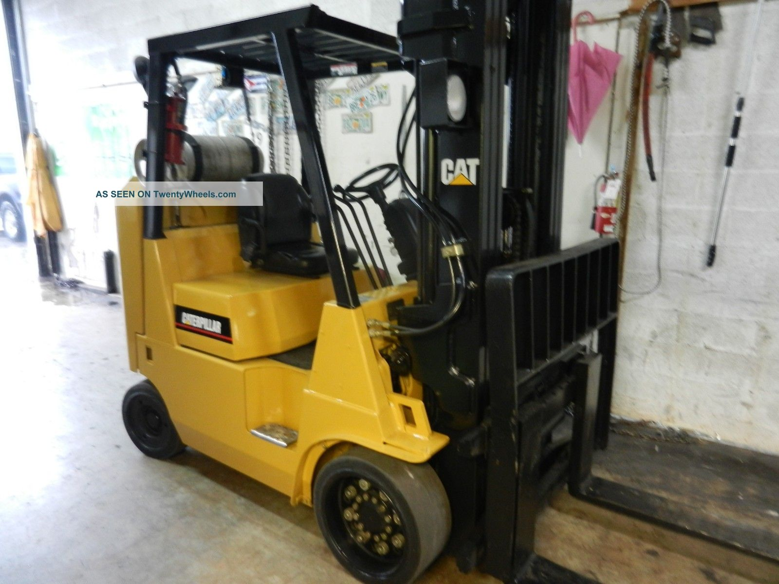 Caterpillar 8000 Lb Forklift Forklifts photo