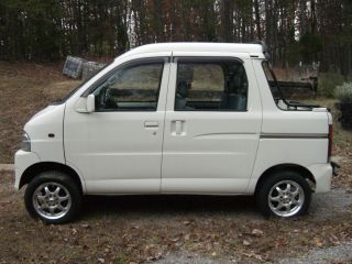 2003 Daihatsu Deck Van photo