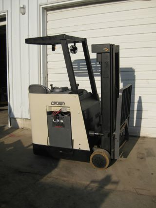 2005 Crown Rc3020 - 20 Electric Forklift photo
