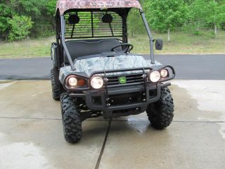 John Deere Gator 825i photo