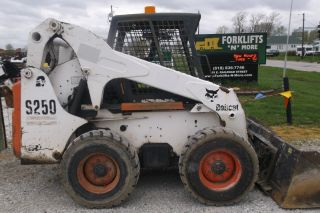 Bobcat S250 Skid Steer Loader photo