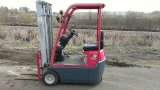 Extra Compact Toyota 2000lb Pneumatic Tire Forklift photo