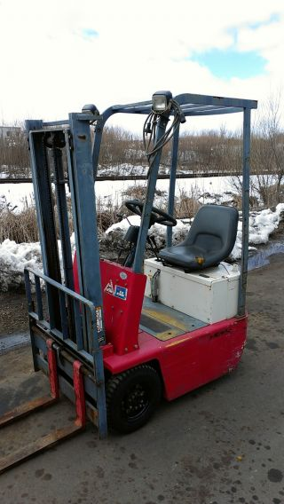 Ultra Compact Nyk 1000lb Pneumatic Tire Forklift photo