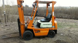 Toyota 3000lb Pneumatic Tire Gas Forklift photo