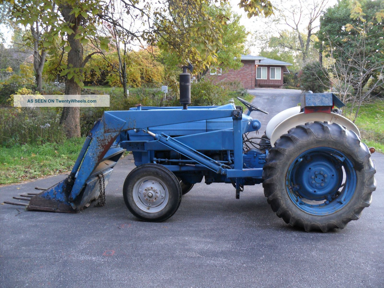 Ford 3000 Loader : Ford tractor bucket