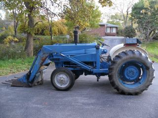 Ford 3000 Tractor photo