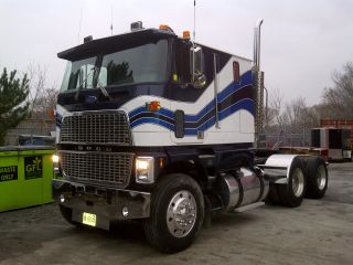 1987 Ford Cl - 9000 photo