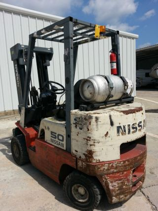 5000lb.  Nissan Pneumatic Forklift photo
