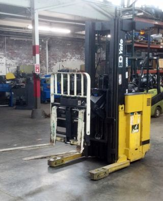 Yale Reach Lift Truck 3500lbs W/s.  S.  & Tilt 19ft Lifting Height 24volt photo