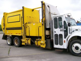 2000 International 4900 Diesel photo