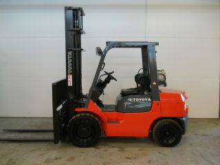 2005 Toyota 6000 Lb Capacity Forklift Lift Truck Pneumatic Tire Clear View Mast photo