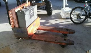 Pallet Jack Toyota Electric W Charger photo