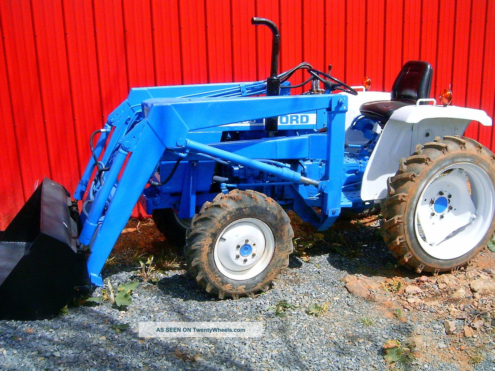 Ford 1300 4 Wheel Drive Compact Tractor And Loader Low Reserve