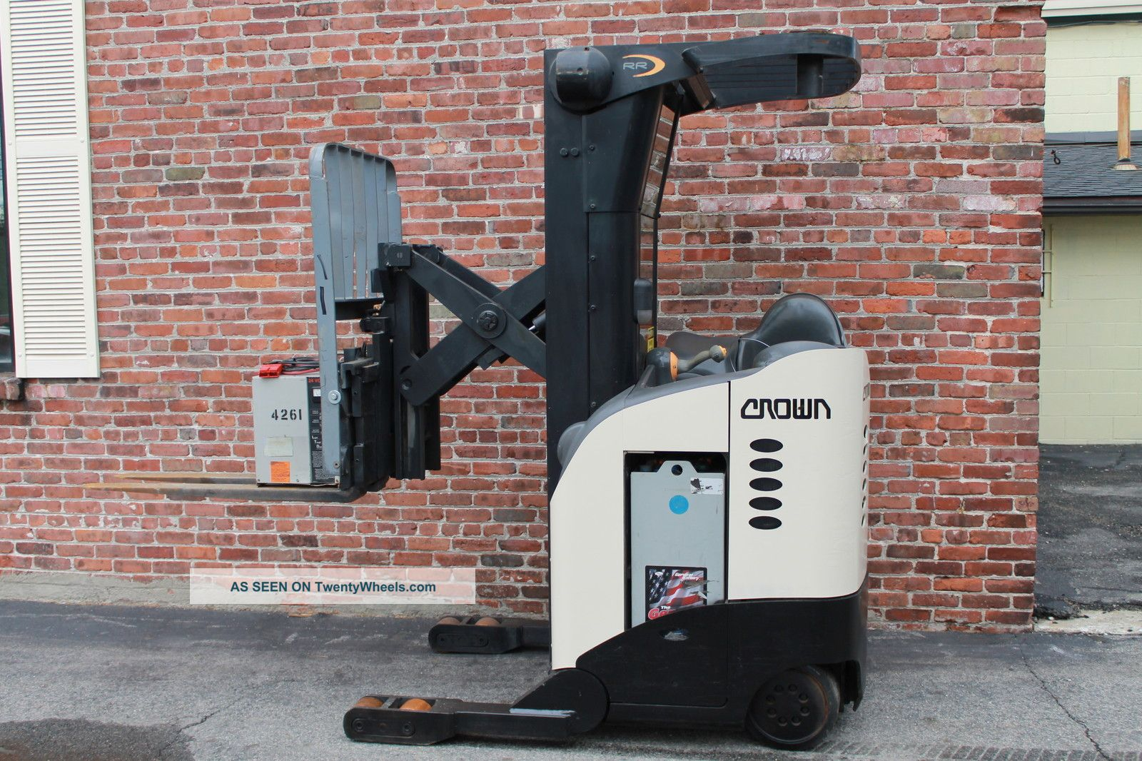 Crown Electric Stand Up Forklift 5200 Rr Series Reach
