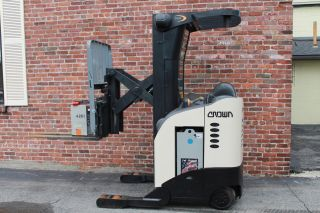 Crown Electric Stand Up Forklift 5200 Rr Series Reach Truck Fork Lift photo