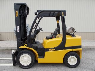 2010 Yale 8000 Lb Capacity Forklift Lift Truck Pneumatic Tire Clear View Mast photo