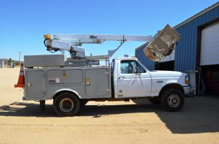 1995 Ford 4x4 Bucket Truck photo