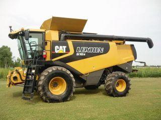2007 Caterpillar Cat Lexion 570r Combine Tractor photo