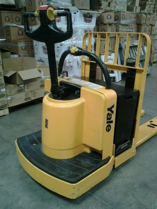 Electric Pallet Jack photo