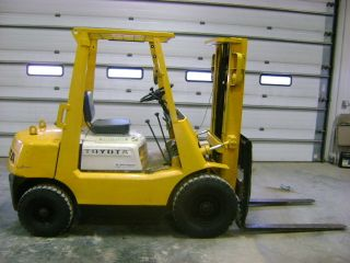 Toyota Fg25 Forklift,  Pneumatic Air Tires,  Fork Lift Truck.  Iowa photo
