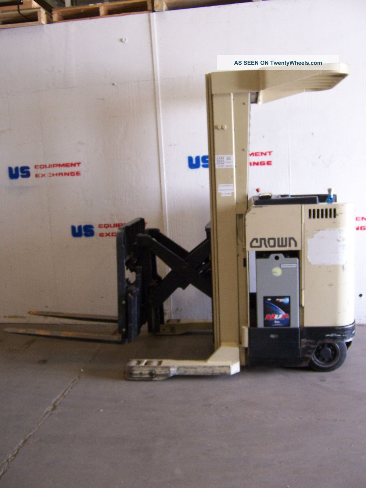 7138 Crown Stand Up Reach Fork Lift W/ Side Shift & Tilt 3500 Lb Lift W/ Charger Forklifts photo