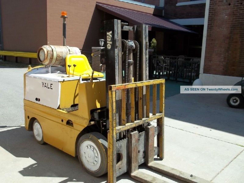 Yale Forklift Fork Lift Truck 4000 Lb Forklifts photo