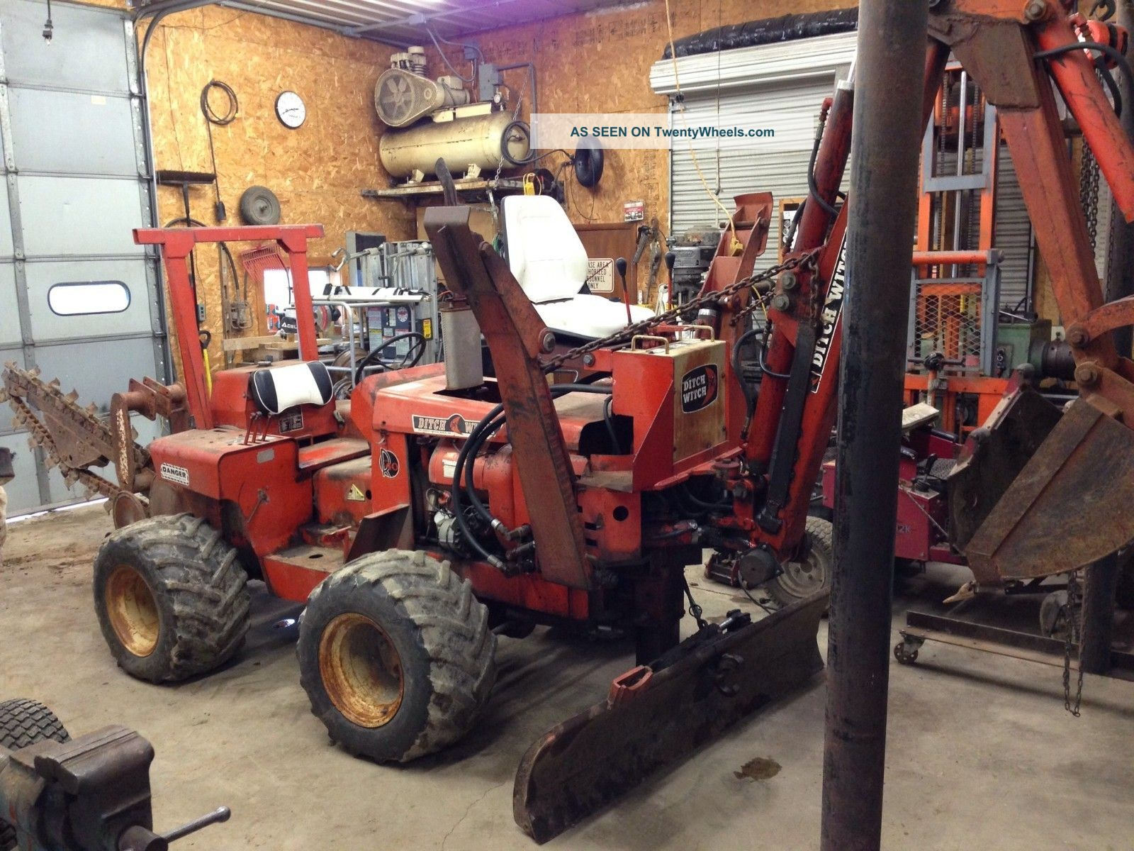 Ditch Witch Trencher R40 With Backhoe Trenchers - Riding photo