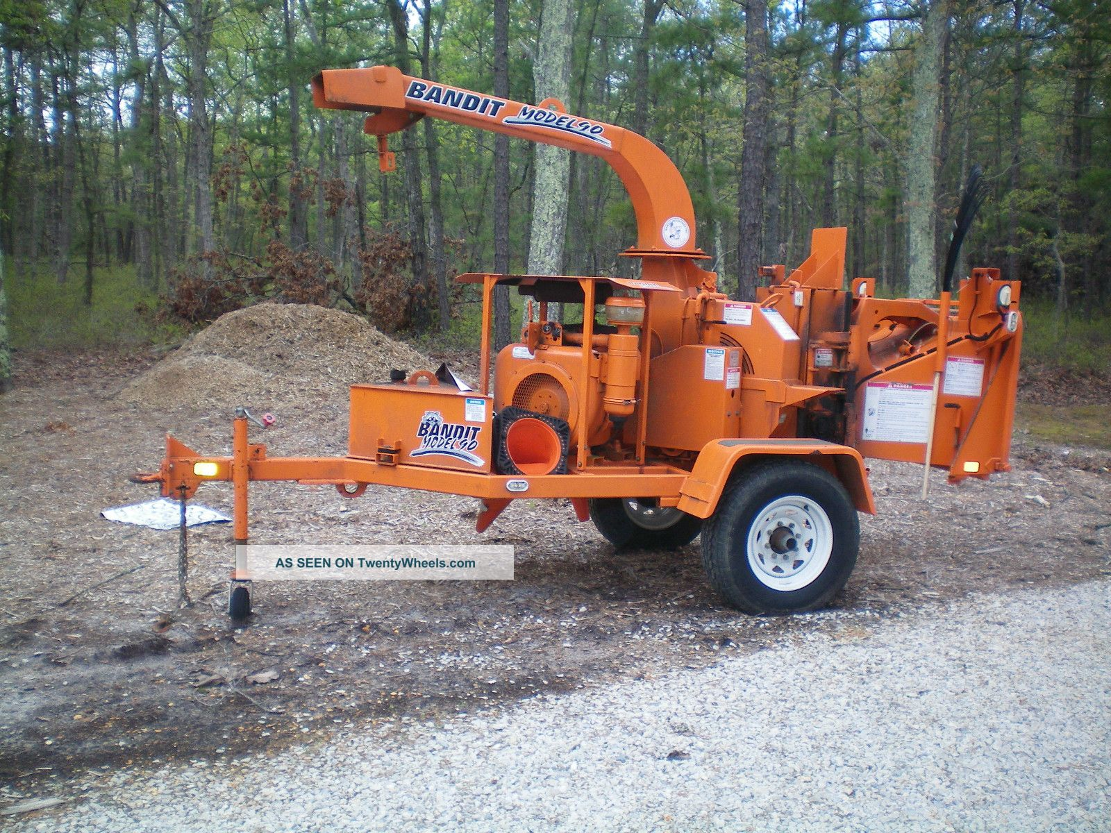 2005  Self Feed 4 Cylinder Wood Chipper Approimately 239 Hours