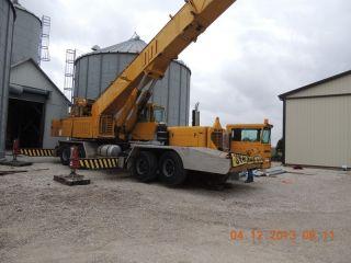 80 Ton Grove Tm800 Hydraulic Truck Crane.  Grove Truck Crane.  4 Axle Carrier, photo