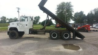1993 Ford L8000 photo