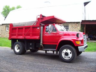 1996 Ford F800 photo