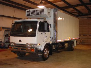 1999 Nissan Ud 2600 Refrigerated photo