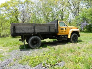 1990 Ford F700 photo