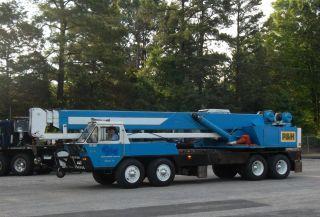1978 P & H T - 300 - A Hydraulic Truck Crane photo