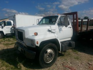 1991 Ford F700 photo