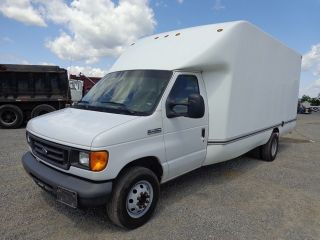 2007 Ford E450 17ft Box Truck Turbo Diesel photo