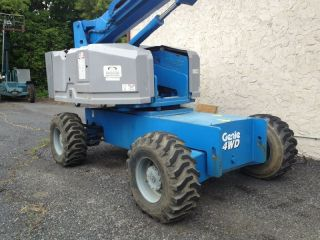Genie S60 / 60 Foot Platform Height Straight Boom photo
