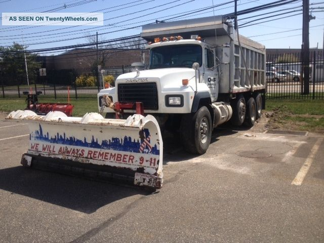 1993 Mack 690s Dump Trucks photo