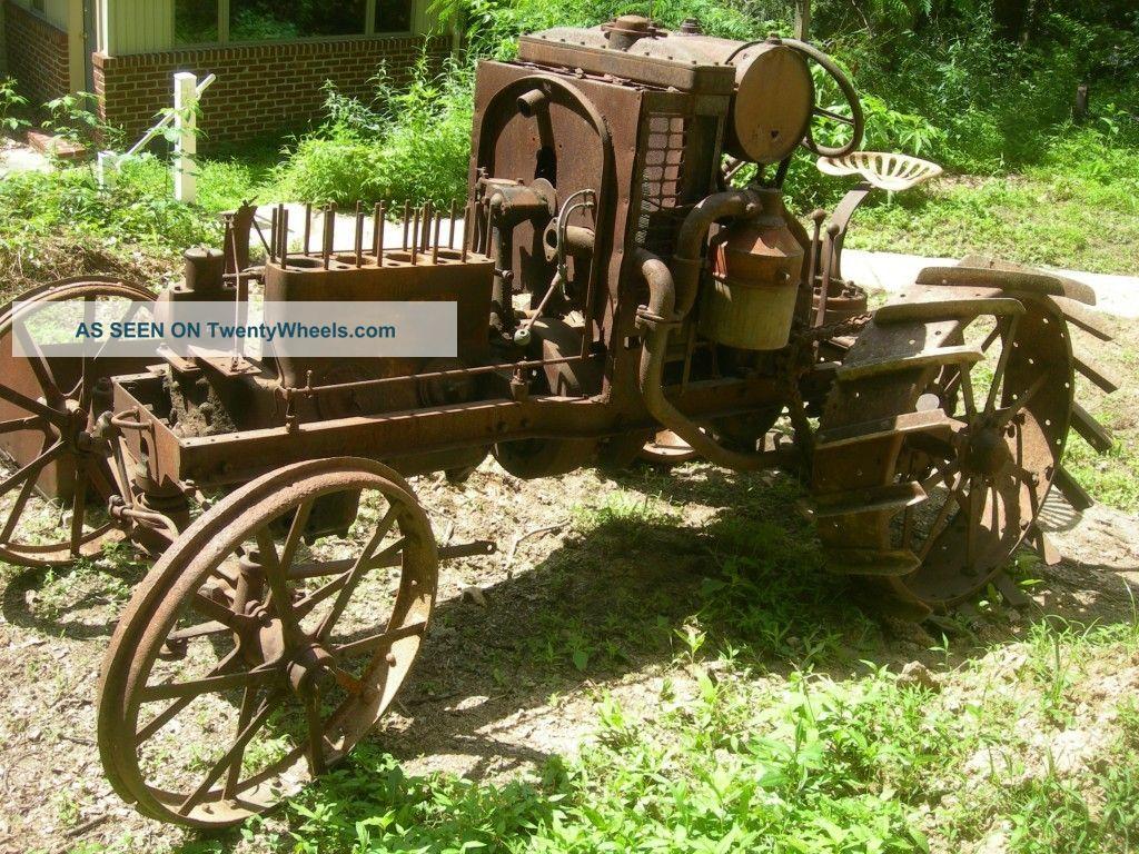 Old International Harvester : International harvester tractor