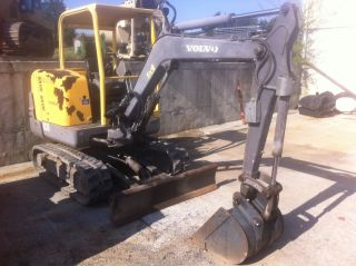 Volvo Ec25 Mini Excavator 1057 Hours photo