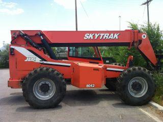 2005 8042 Skytrak 8000lb Reach Forklift photo