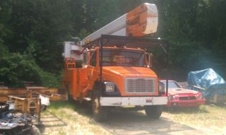 1999 Freightliner Fl70 photo
