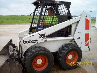Bobcat 843 Skid Steer Loader With Standard And 3 - Way Bucket photo