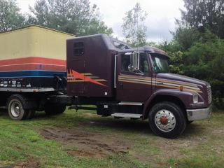 1998 Freightliner Fl 70 photo