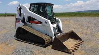 2010 Bobcat T320 Track Skid Steer Loader Diesel Machine Tractor Construction. . . photo